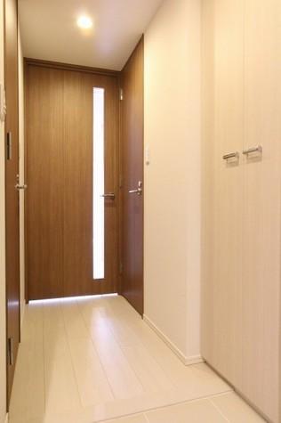 参考写真:玄関・廊下(7階・別タイプ)
