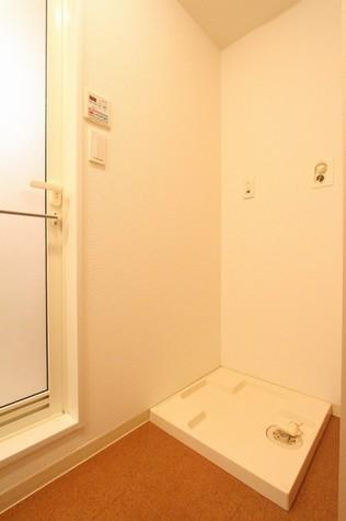参考写真:洗濯機置場(1階・反転タイプ)
