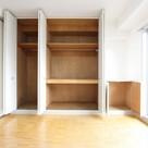 参考写真:洋室収納(5階・反転タイプ)