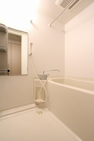 参考写真:浴室(2階・別タイプ)