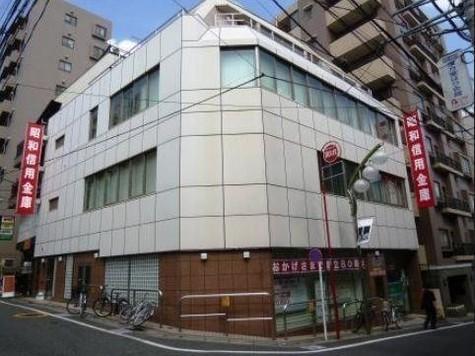 昭和信用金庫明大前支店まで489m