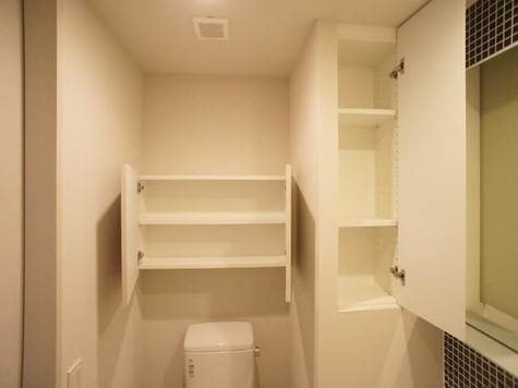 洗面スペースにはたくさん収納…