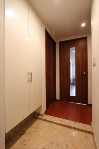 参考写真:玄関・廊下(6階・別タイプ)