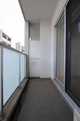 参考写真:バルコニー(8階・別タイプ)