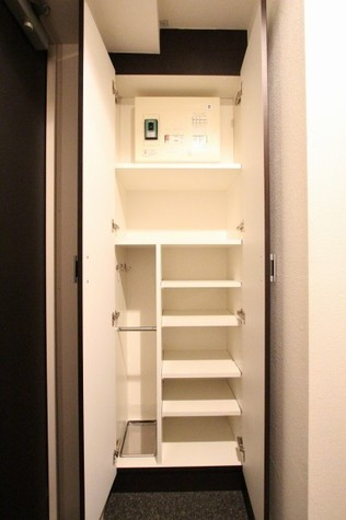参考写真:下足入れ(4階・反転タイプ)
