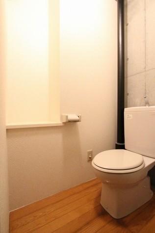 参考写真:トイレ(1階・別タイプ)