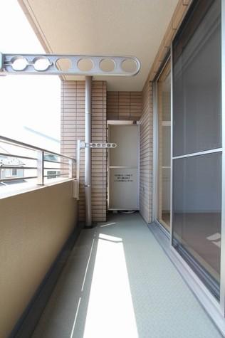 参考写真:バルコニー(3階・反転タイプ)