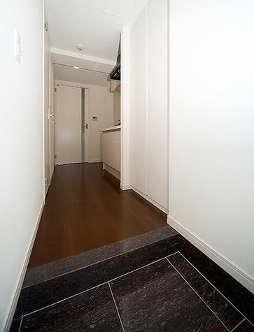 タイル貼りの高級感漂う玄関