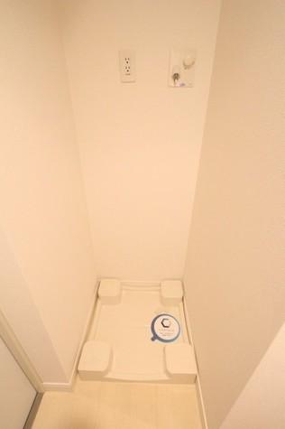参考写真:洗濯機置場(10階・反転タイプ)