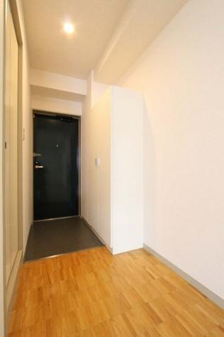 参考写真:玄関(5階・反転タイプ)