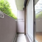 参考写真:バルコニー(1階・反転タイプ)