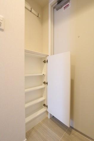 参考写真:玄関収納(12階・反転タイプ)