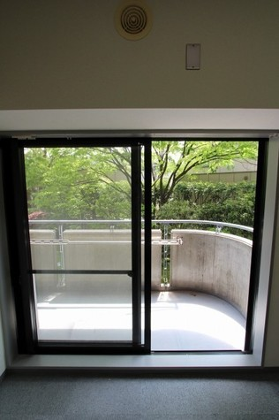 参考写真:バルコニー(9階・別タイプ)