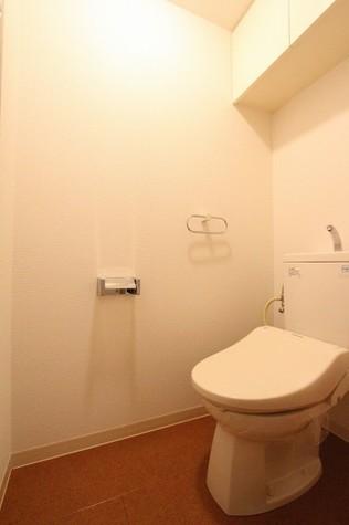 参考写真:トイレ(1階・反転タイプ)