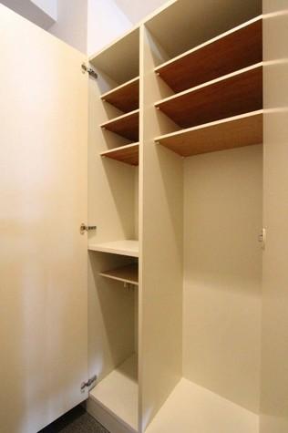 参考写真:下足入れ(5階・反転タイプ)
