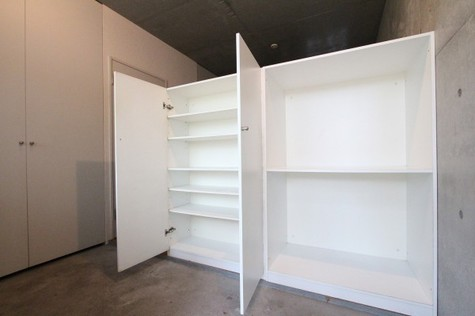 参考写真:玄関収納(1階・別タイプ)