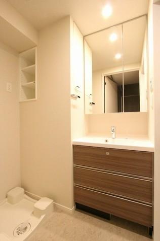 参考写真:洗面・脱衣室(12階・反転タイプ)