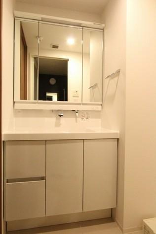 参考写真:洗面脱衣場(7階・別タイプ)