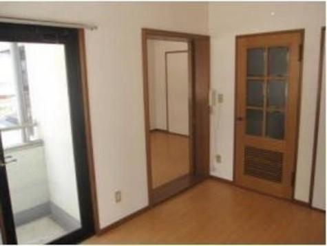洋室5.5帖が2部屋にエアコンと照明器具が付いています!