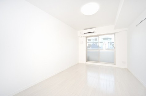お部屋が広く見えるホワイトフローリング