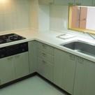 カウンターキッチン。スペースが広く背面に食器棚等置くスペースがあります
