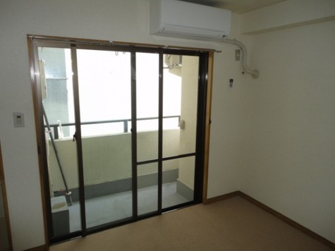 二面窓の明るいお部屋