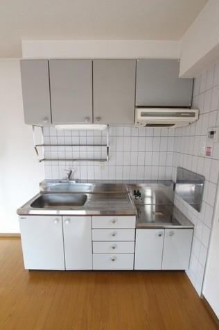 参考写真:キッチン(3階・反転タイプ)