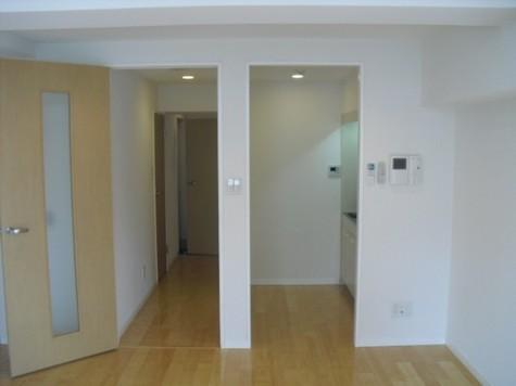 キッチン・玄関方向