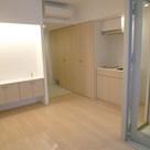 白と木目調を基調とした明るいお部屋