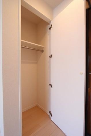 参考写真:クローゼット(9階・反転タイプ)