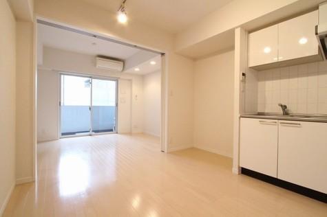 参考写真:DK~洋室(2階・反転タイプ)