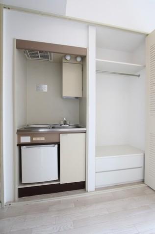 参考写真:キッチン・収納(8階・別タイプ)