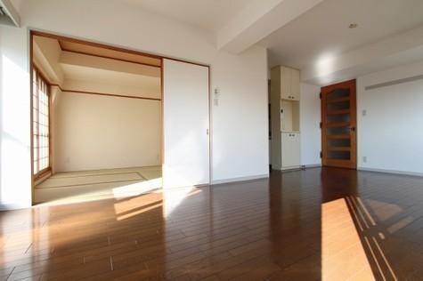 参考写真:リビングダイニング~和室(9階・別タイプ)