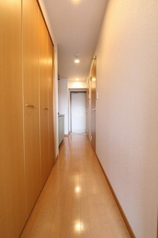参考写真:廊下(6階・類似タイプ)