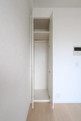 参考写真:洋室収納(8階・別タイプ)