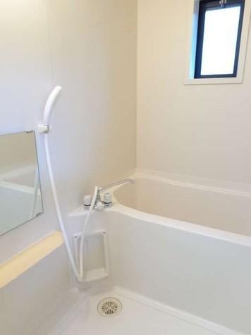 換気もしやすい窓付きのお風呂