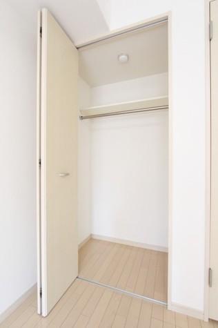 参考写真:洋室収納(3階・反転タイプ)