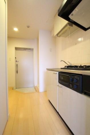 参考写真:廊下(9階・類似タイプ)