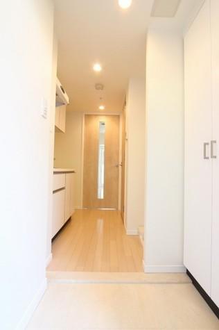 参考写真:玄関・廊下(2階・反転タイプ)