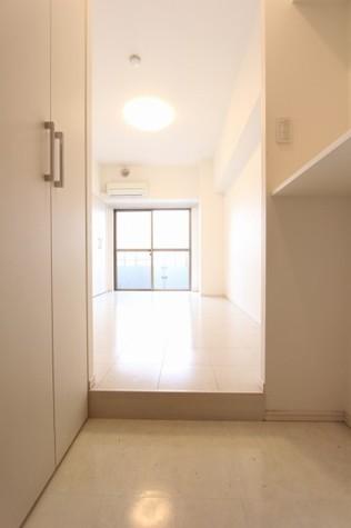 参考写真:玄関・廊下(5階・別タイプ)