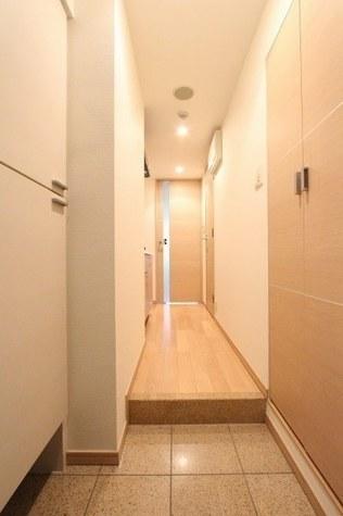 参考写真:玄関・廊下(4階・別タイプ)