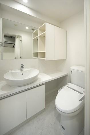 独立洗面台・ウォシュレットトイレ!