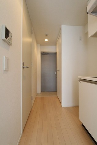 参考写真:廊下ー玄関(8階・別タイプ)