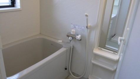 浴室(窓付きです!!)