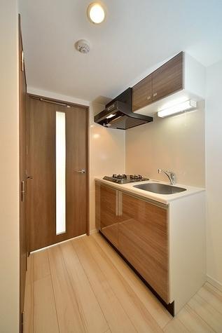 収納棚豊富なキッチン