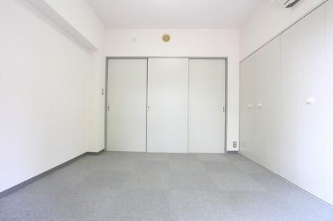 参考写真:南側洋室(9階・別タイプ)