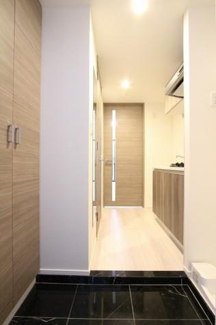 参考写真:玄関・廊下(1階・別タイプ)