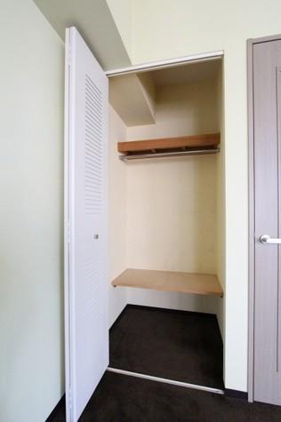 参考写真:クローゼット(7階・反転タイプ)