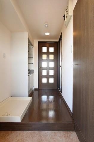 参考写真:玄関・廊下(8階・反転タイプ)