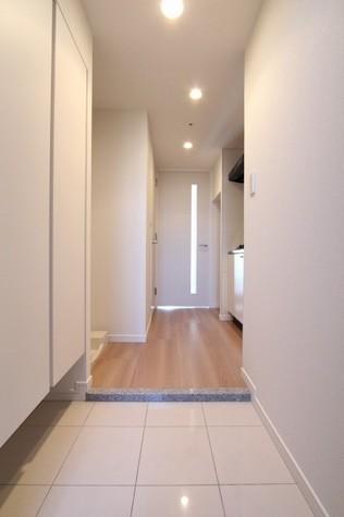 参考写真:玄関-廊下(12階・別タイプ)